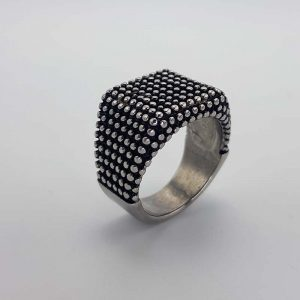 Ring with black dots